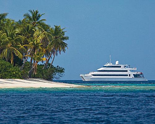 Four Seasons Explorer luxury catamaran