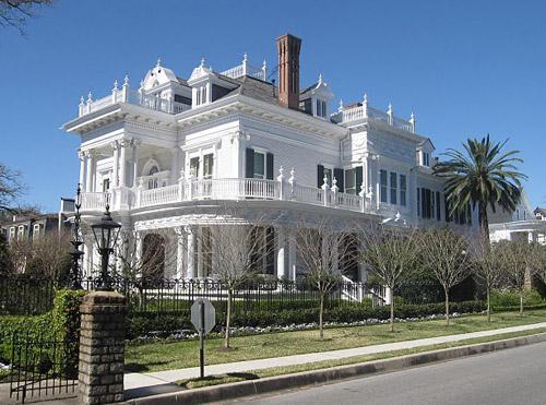 The Wedding Cake Mansion   Savannah