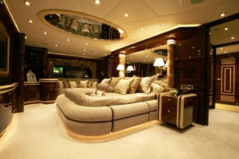 the world is not enough world 39 s fastest luxury yacht. Black Bedroom Furniture Sets. Home Design Ideas