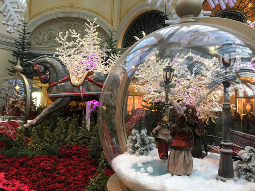 Amazing Luxury Holiday Decorations In Las Vegas