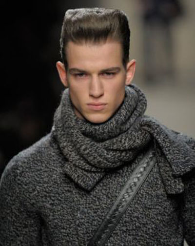 how to wear a winter scarf male