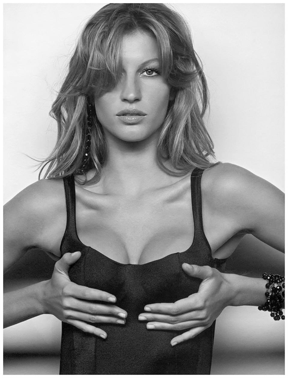 Gisele Bundchen sexy fashion model