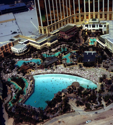 mandalay bay swimming pool pictures mandalay bay resort and casino in las vegas