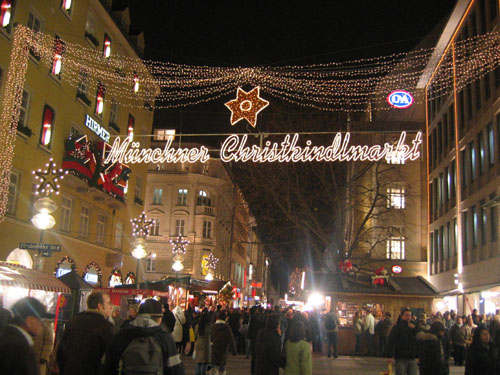 festive holiday christmas market in munich germany. Black Bedroom Furniture Sets. Home Design Ideas