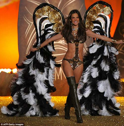 Victoria's Secret Fashion Show 2010 - Alessandra Ambrosio