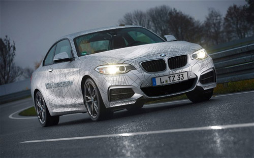 2014 BMW M235i coupe - self-drifting luxury car