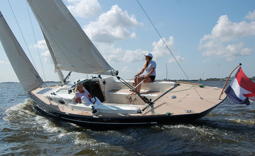 Flyer 33 daysailer by Flyer Yachts