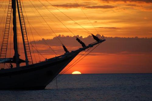 Ombak Putih ship