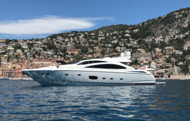 Sunseeker PREDATOR 84 luxury yacht