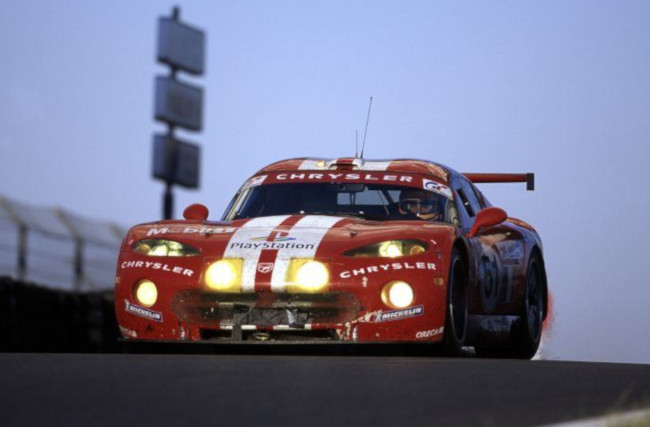 2000 Chrysler Viper GTS R racing car